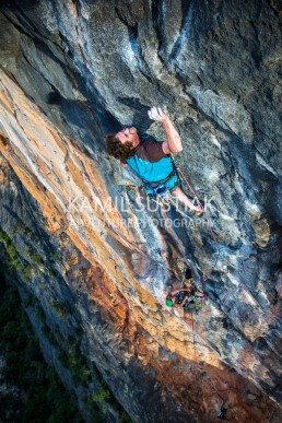 James Alexander and Kumari Berry working this awesome multi-pitch beast - Flaming Gallah (31) at Bungonia Gorge
