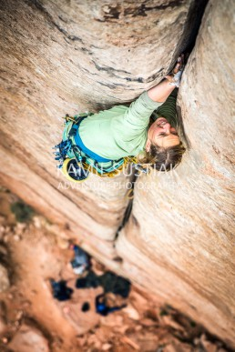 Corrine Stemmer on her first lead in Indian Creek lead and an awesome classic - Generic Crack (5.9+)