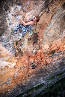 Kumari Berry at the crux move of this awesome eight pitch long beast - Flaming Gallah (31) at Bungonia Gorge