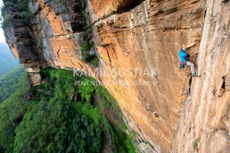Zac Vertreez onsighting the Thin Line of Reprieve in one huge single pitch (70m